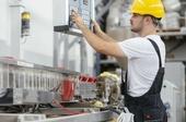 Industrie, Facharbeiter, Maschinen, Technik, Wartung, Arbeit, Technisches Recht, © Adobe Stock