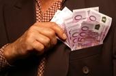 Jacket Brusttasche Geldscheine 500 Euro Hand, © MAST - Fotolia.de