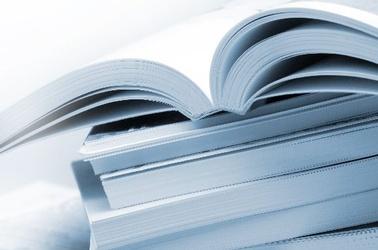 Bücherstapel aufgeschlagenes Buch, © Fotolia_5591039_XL