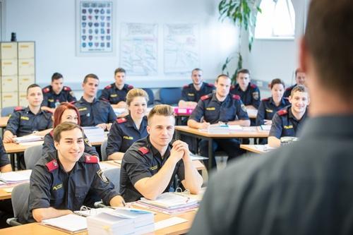 Abbildung: Polizeischüler bei der Ausbildung im Bildungszentrum der Sicherheitsakademie in Wien, © BMI/Gerd Pachauer
