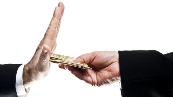 zwei Hände Geld Zurückweisung, © © fuzzbones - Fotolia.com